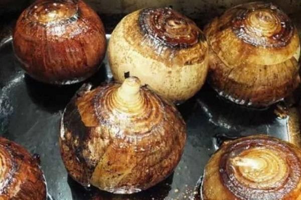 При каких болезнях может помогать печеный лук?