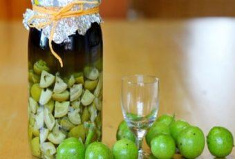 Настойка грецкого ореха: применение, польза и вред, рецепты на водке и самогоне