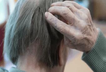 «Придет и стоит у окна – очень долго...» Что такое болезнь Альцгеймера и кто находится в зоне риска?